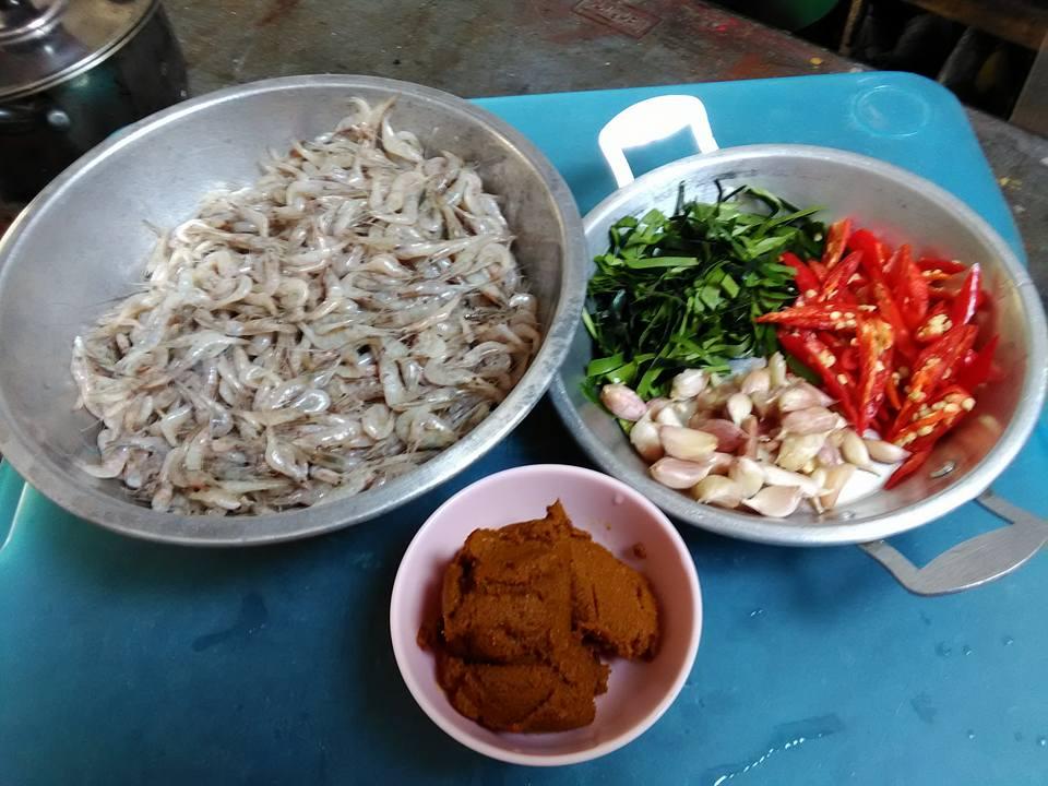 กุ้งฝอยคั่วกลิ้ง สูตรอาหาร วิธีทำ แม่บ้าน