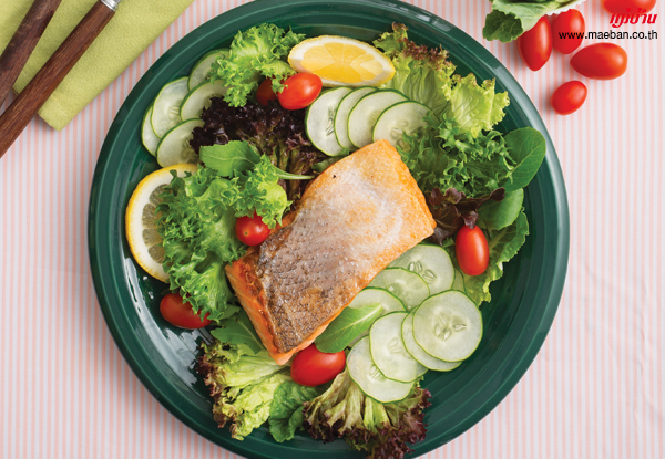 สลัดพุงปลาแซลมอนทอดกรอบ สูตรอาหาร วิธีทำ แม่บ้าน