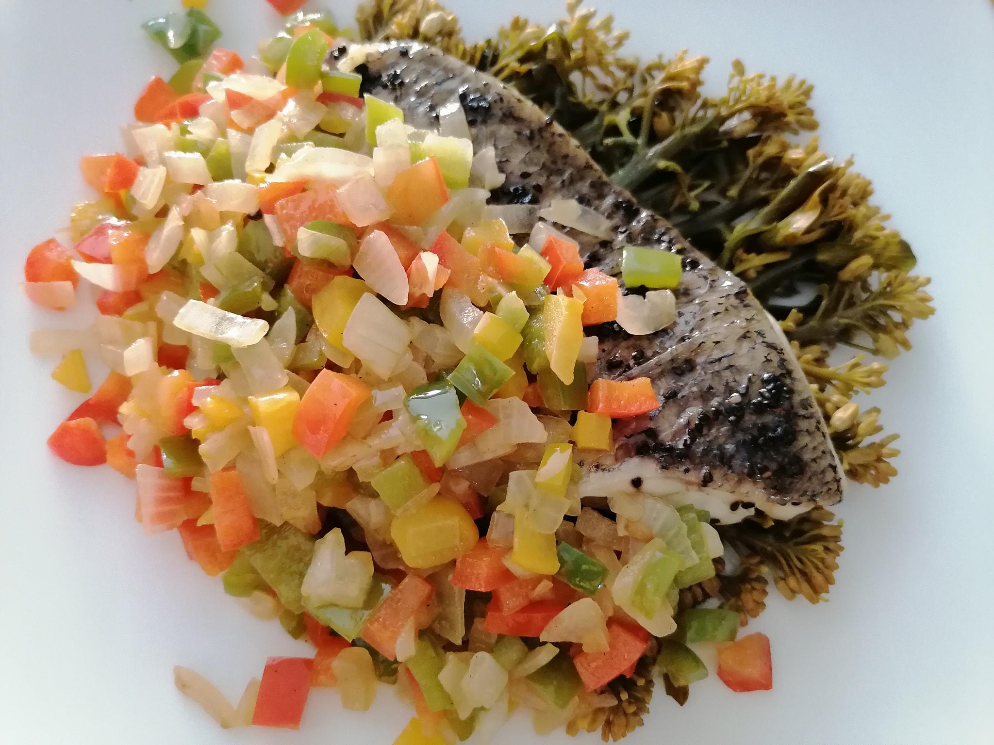 ปลากระพงนึ่ง ผัดพริกหวาน 3 สี สูตรอาหาร วิธีทำ แม่บ้าน
