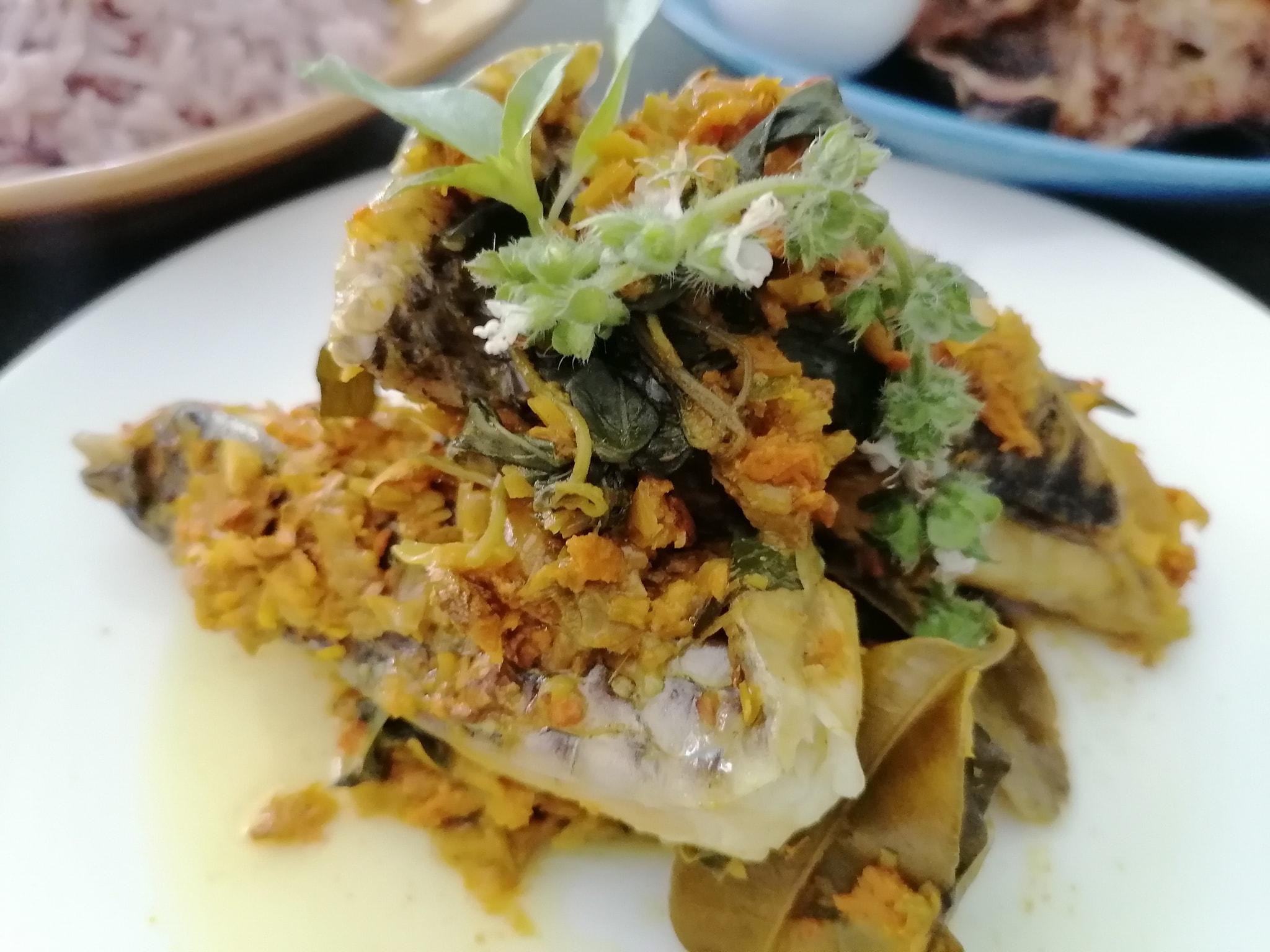ห่อหมกปลาสมุนไพร สูตรอาหาร วิธีทำ แม่บ้าน