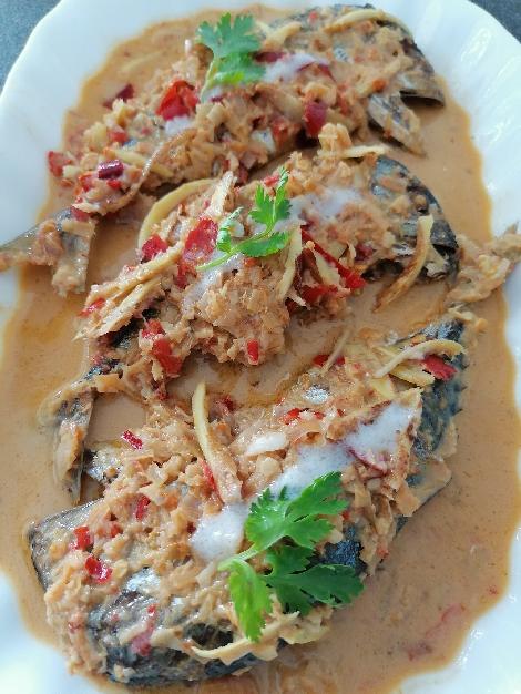 ปลาทูต้มกะทิแกงเผ็ด สูตรอาหาร วิธีทำ แม่บ้าน
