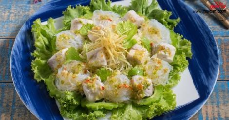 สลัดปลากะพงลวกน้ำจิ้มซีฟู้ด สูตรอาหาร วิธีทำ แม่บ้าน