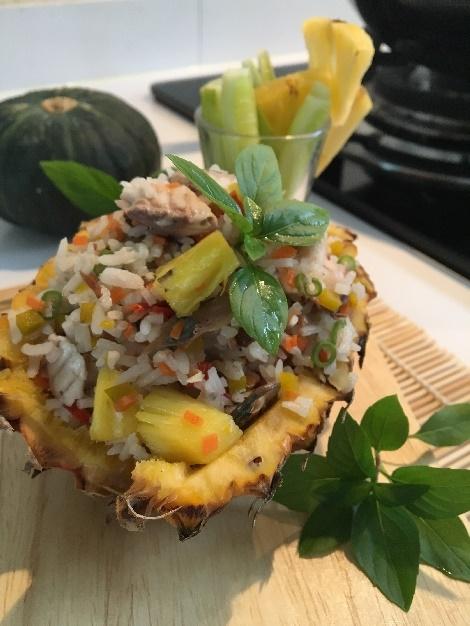 ข้าวผัดปลาทู สับปะรดผักรวม สูตรอาหาร วิธีทำ แม่บ้าน