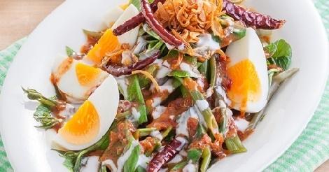 ยำผักบุ้งน้ำพริกเผาไข่ต้ม สูตรอาหาร วิธีทำ แม่บ้าน