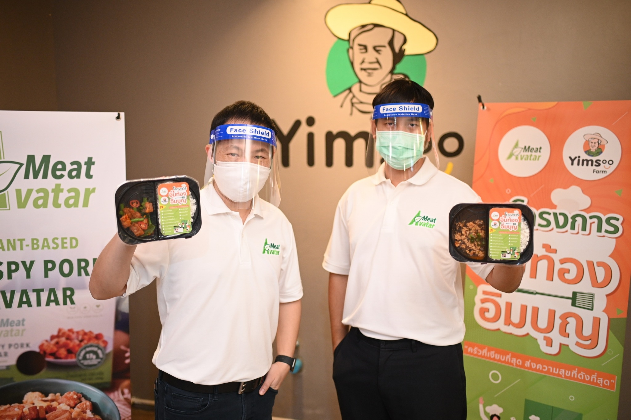"""Meat Avatar ร่วมกับ Yimsoo Cafe แห่งมูลนิธิสากลเพื่อคนพิการ  คว้าเชฟชื่อดังสอนผู้พิการทำอาหารเจในโครงการ """"อิ่มท้อง อิ่มบุญ""""  สนับสนุนการสร้างอาชีพและความเท่าเทียม ตอบโจทย์สายใจบุญและรักสุขภาพ"""