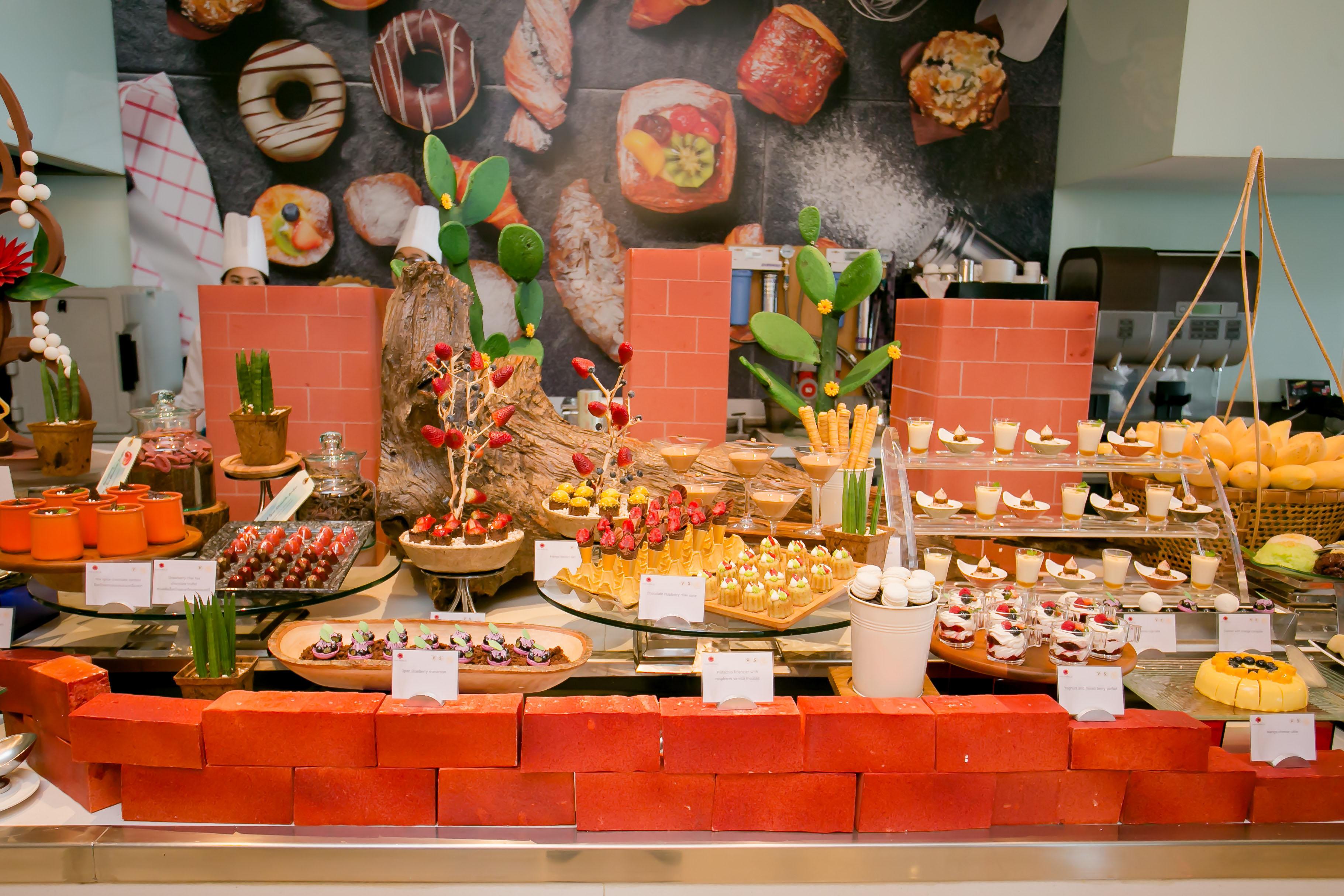 ซันเดย์บรั้นช์มื้อสายสุดอลังการ เติมเต็มความสุขในวันครอบครัว ณ ห้องอาหารเดอะเวิลด์ โรงแรมเซ็นทาราแกรนด์ฯ เซ็นทรัลเวิลด์
