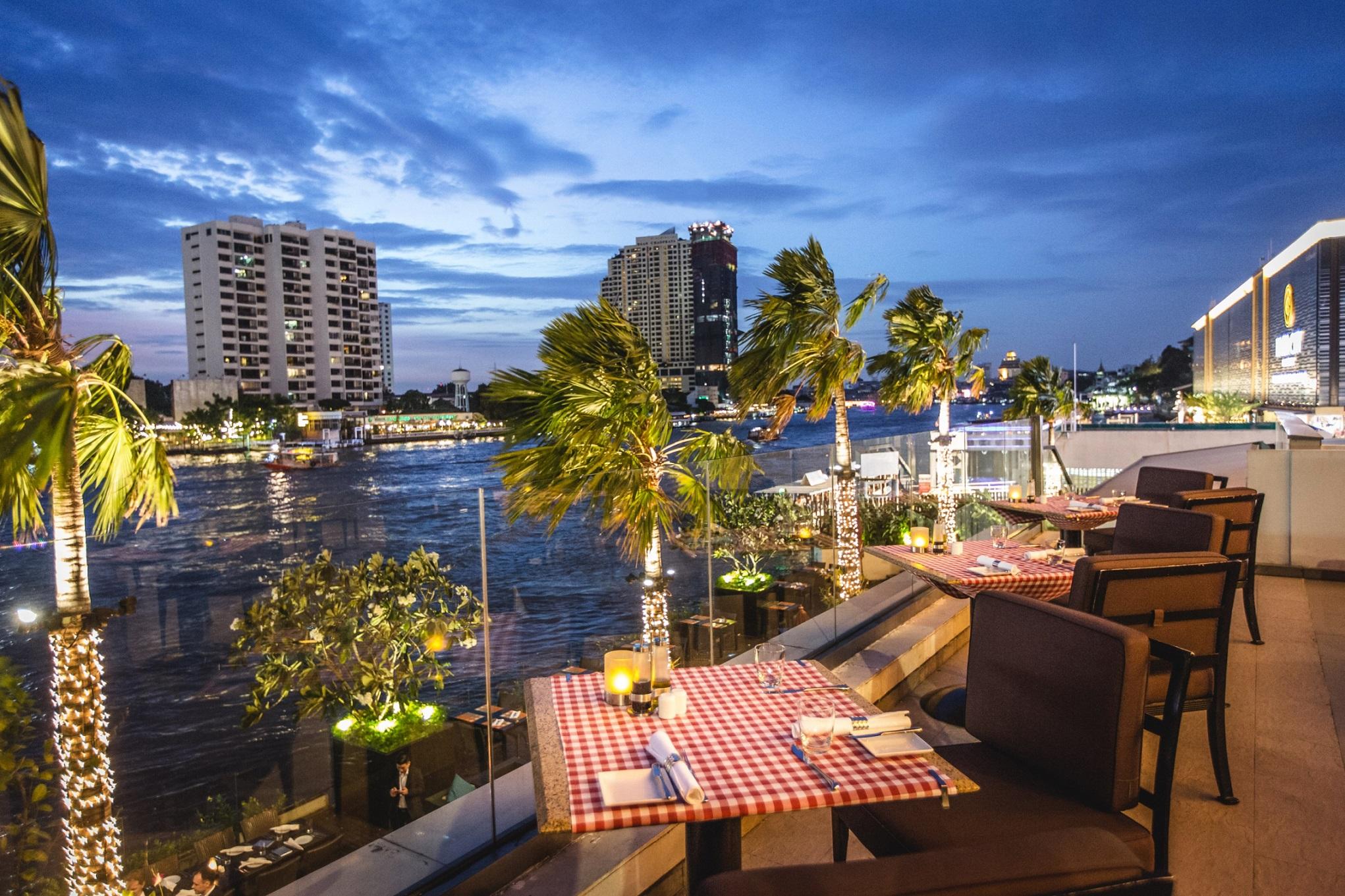 ล่องเรือชมวิวพระอาทิตย์ตกและสองฝั่งแม่น้ำเจ้าพระยาฟรี เมื่อซื้อบัตรกำนัลแทนเงินสดสำหรับรับประทานอาหารที่ โรงแรมรอยัล ออคิด เชอราตัน