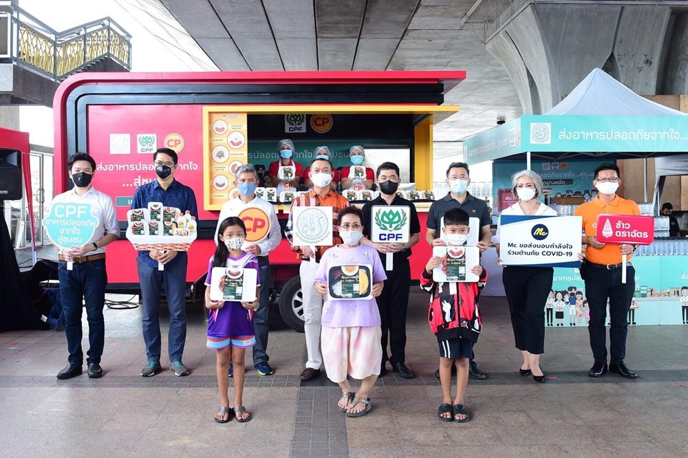 ก.เกษตร - ซีพีเอฟ ส่งรถ Food Truck เสิร์ฟอาหารอุ่นร้อน ครั้งที่ 23 เติมอิ่มให้ชาวชุมชนใต้สะพานพระราม 8 บรรเทาผลกระทบจากโควิด-19