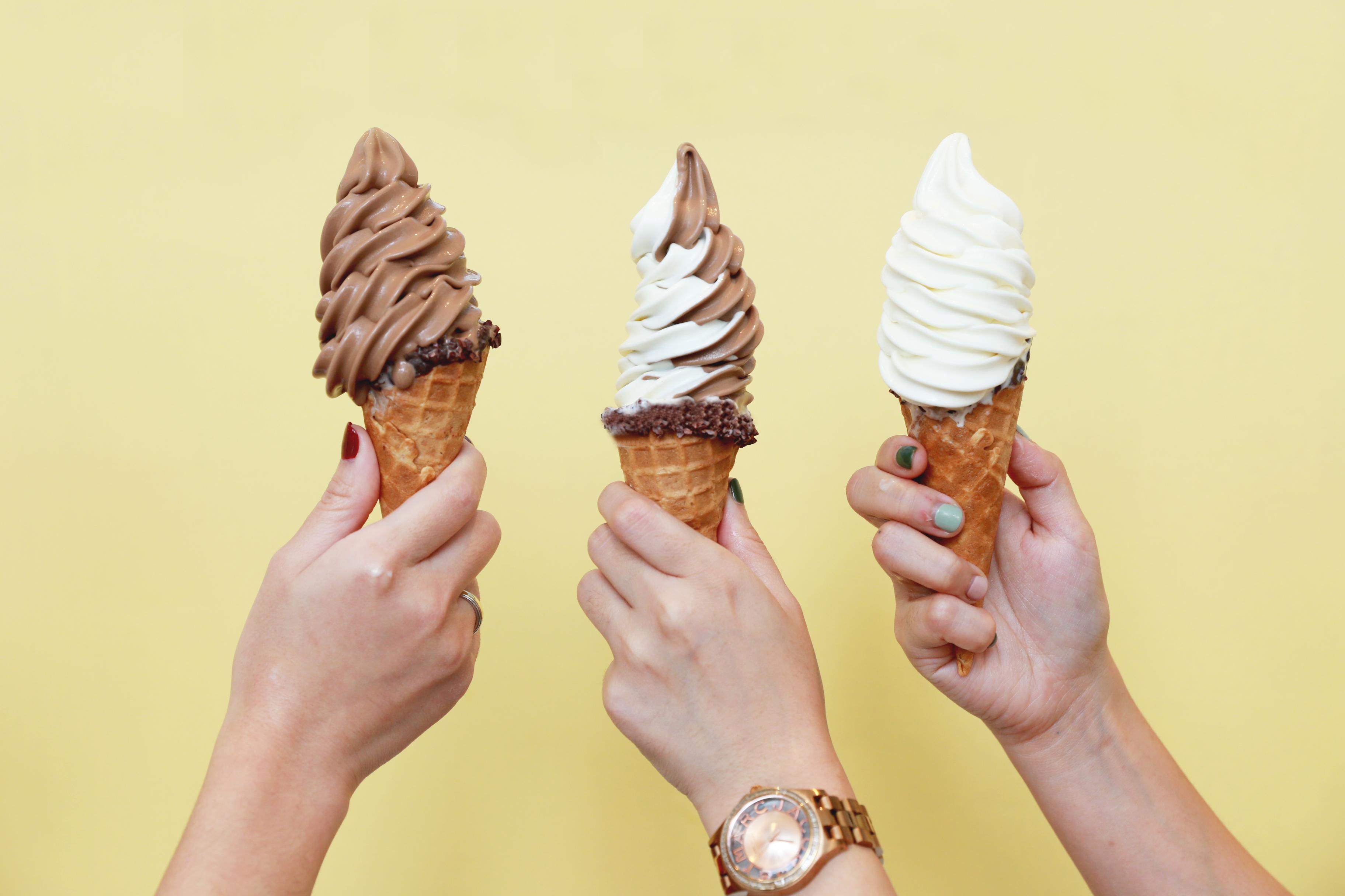 คลายร้อนแบบฟินๆ ด้วยไอศกรีมซอฟท์เสิร์ฟแสนอร่อยให้คุณได้ลิ้มลอง ณ ซิงก์เบเกอรี่  โรงแรมเซ็นทาราแกรนด์ฯ เซ็นทรัลเวิลด์ สำนักพิมพ์แม่บ้าน